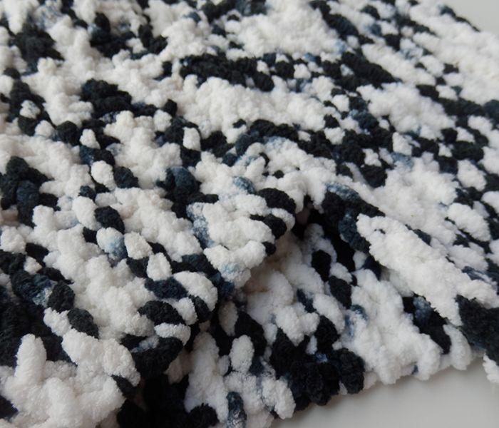 Cuello de lana gustoso blanco y negro