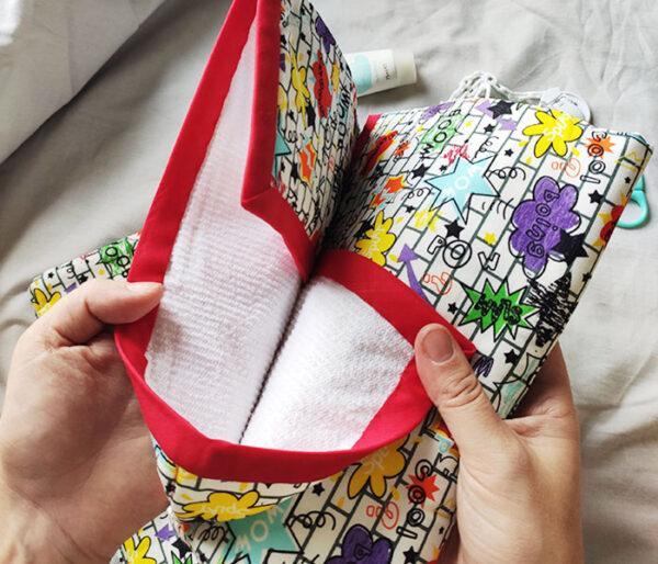 Detalle del algodón impermeable del cambiador de la pañalera. Marca Zana Creaciones.